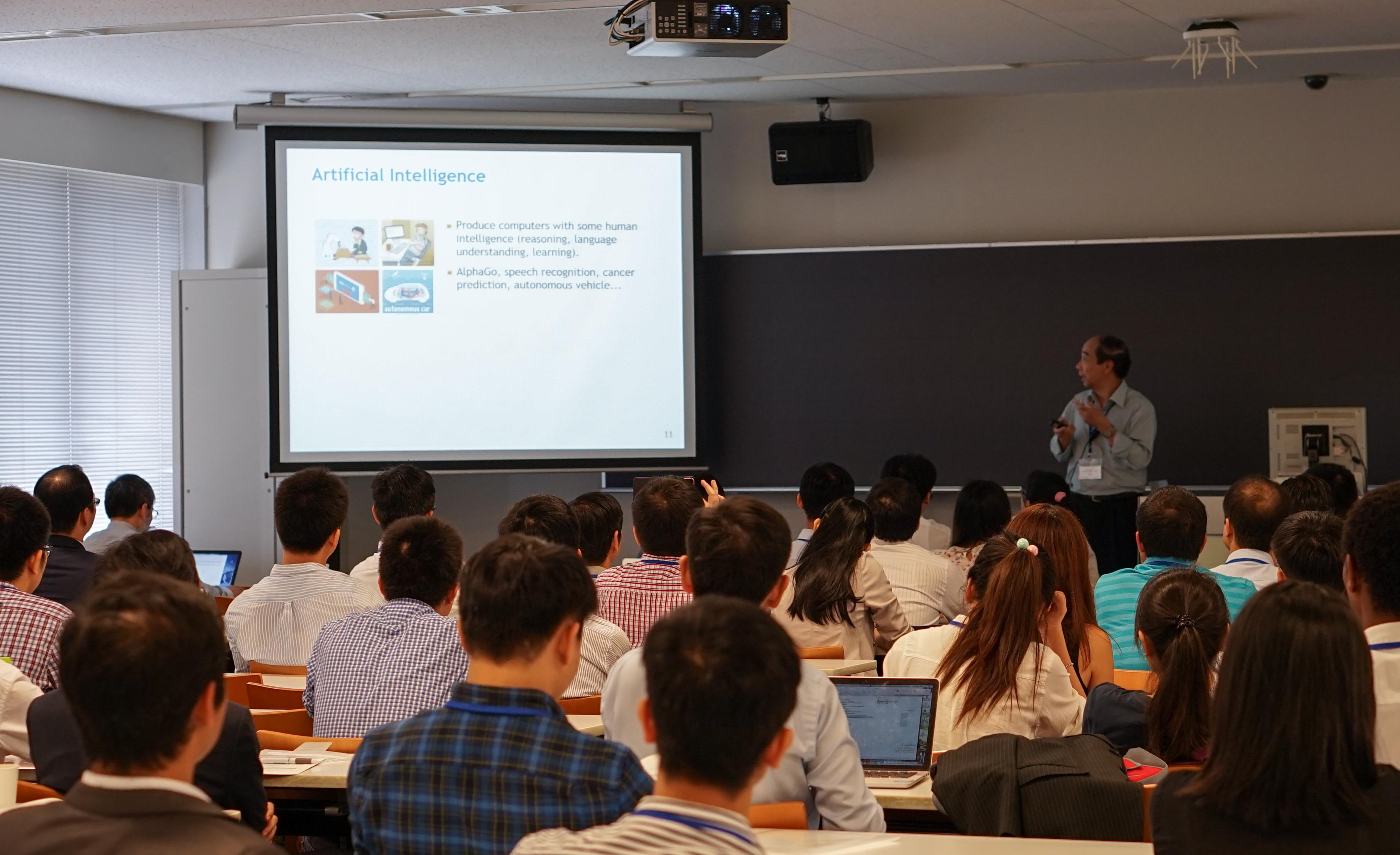 Giáo sư Hồ Tú Bảo với bài nói về Cách mạng công nghiệp lần thứ 4