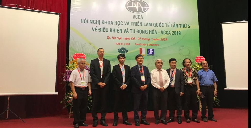 TS. Nguyễn Quân, GS. TSKH Nguyễn Phùng Quang, PGS. TS Tạ Cao Minh cùng các nhà khoa học trong ngoài nước.