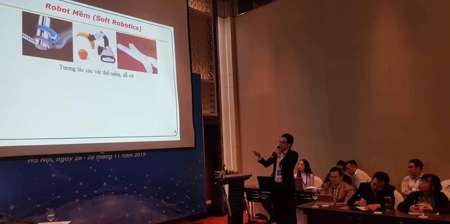 Hình 3: NCS. Nguyễn Văn Phố trong phiên họp Chủ đề (3)